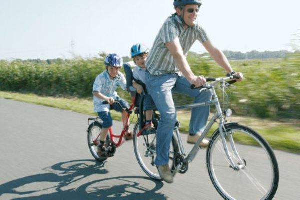 Roland add+bike aanhangfiets vader met kinderen